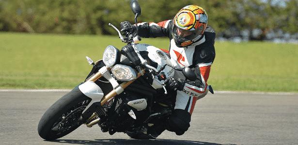 Triumph Speed Triple é naked para quem quer diversão; falta praticidade - Doni Castilho/Infomoto