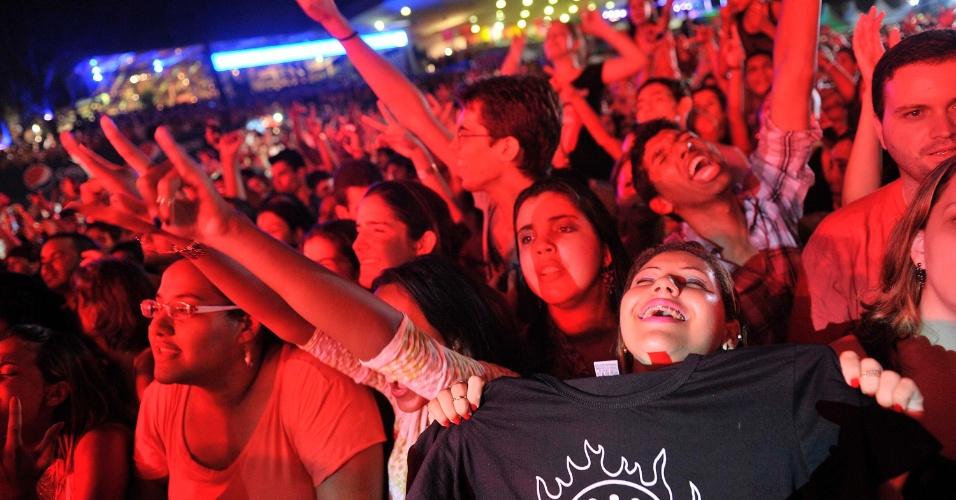 18.jan.2013 - Dinho Ouro Preto se apresenta sem camisa no show do Capital Inicial no terceiro dia do Festival de Verão 2013, em Salvador. O festival, em sua 15ª edição, acontece até o dia 19 de janeiro no Parque de Exposições da capital baiana