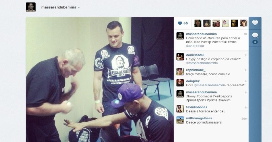 19.jan.2013 - Brasileiro Wagner Caldeirão descansa antes de realizar uma das lutas da noite no UFC
