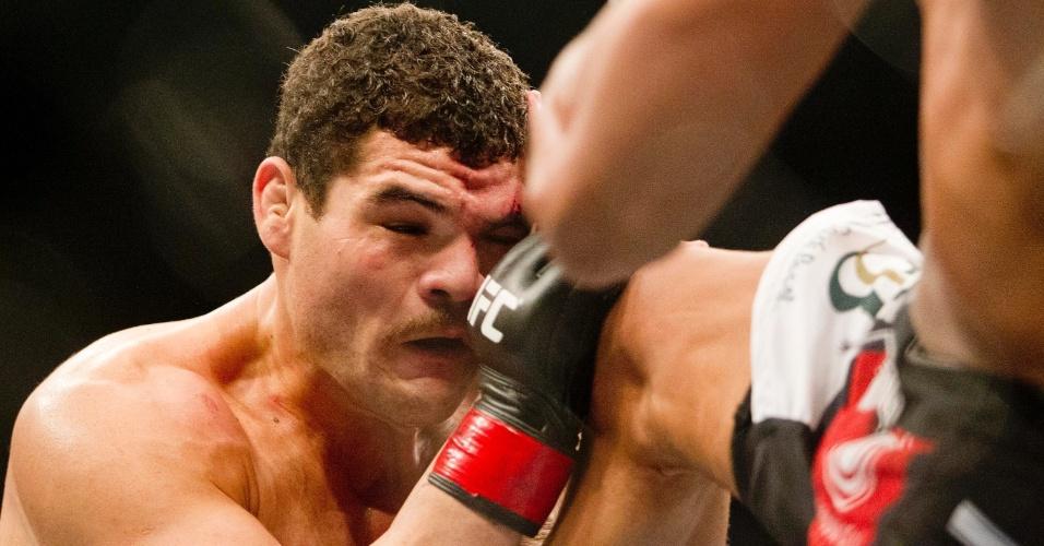 19.jan.2013 - Marajó acerta joelhada em Caldeirão. Ele não deu chances ao adversário e venceu a luta por finalização