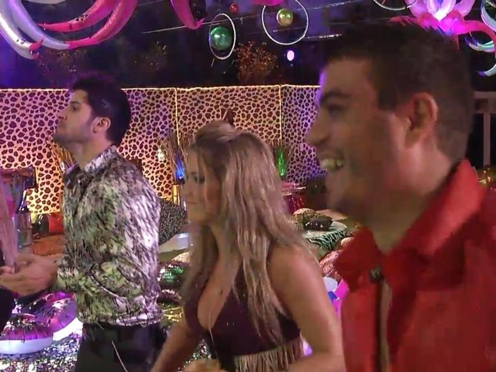 19.jan.2013 - Marcello, Fani e Dhomini dançam durnate show de Gaby Amarantos no