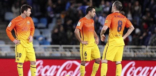 Messi, Xavi e Iniesta em campo na derrota para a Real Sociedad