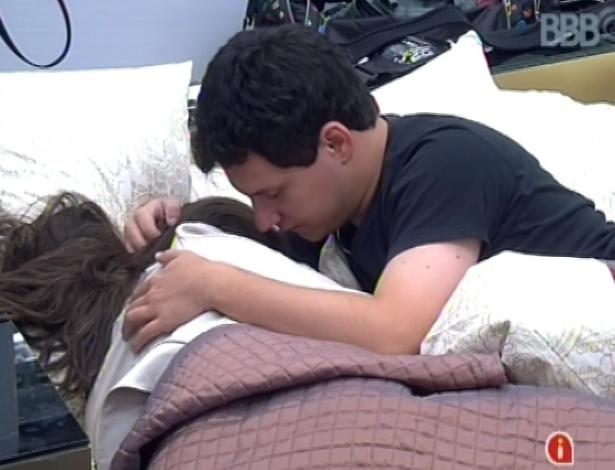 19,jan.2013 - Andressa chora ao falar de Nasser para Ivan