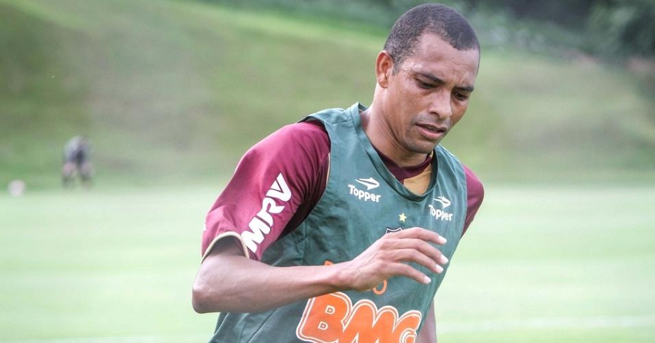 Gilberto Silva durante treino do Atlético-MG na Cidade do Galo (9/1/2013)