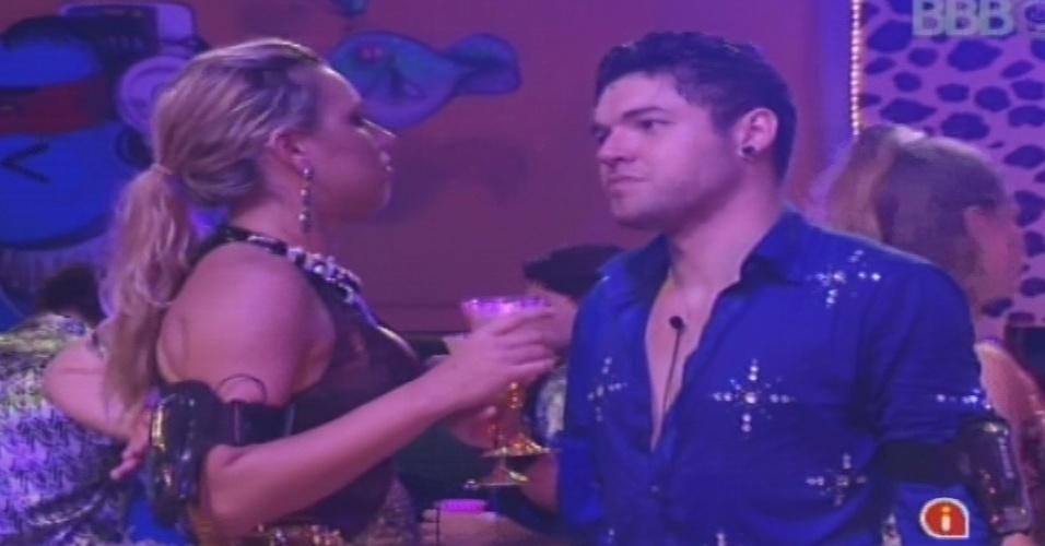 19.jan.2013 - Nasser reclama para Marien que Kamilla jogou cerveja nele