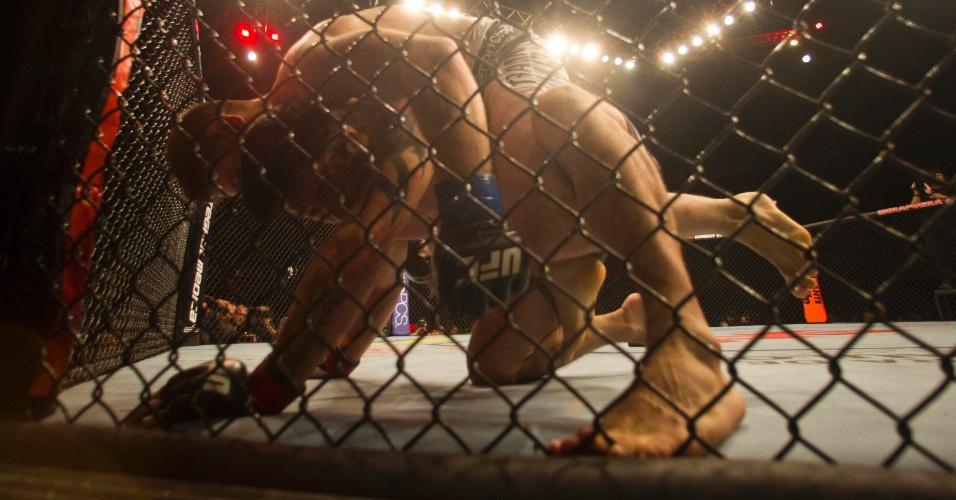 19.jan.2013 - O gaúcho Diego Nunes foi dominado pelo norte-americano Nik Lentz desde o primeiro round