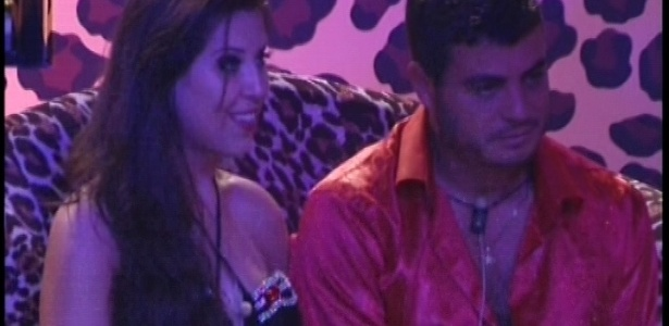 20.jan.2013 - Andressa e Dhomini conversam na festa Techno Brega