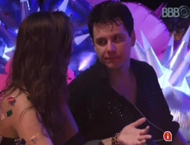 Ivan critica postura de Fernanda para Andressa durante a festa Techno Brega