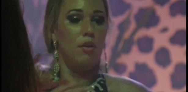 20.jan.2013 - Marien foi a que mais se destacou mostrando suas habilidades como dançarina na festa Techno Brega