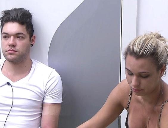 20.jan.2013 - Nasser e Marien conversam sobre a briga do brother com Yuri na noite anterior