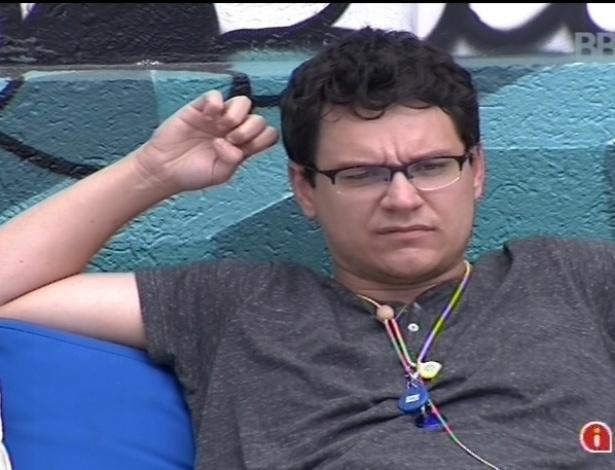 20.jan.2013 - No jardim, Ivan conversa sobre a votação do paredão na noite de domingo