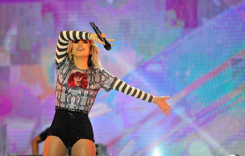 Cantora Claudia Leitte homenageia Rita Lee no Festival de Verão Salvador