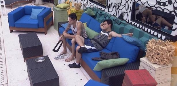20.jan.2013 - Nasser e Ivan conversam sobre rumos do jogo após a eliminação de Anamara ou Dhomini no paredão