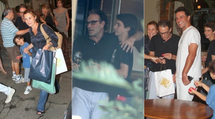 21.jan.2013 - Adriana Esteves comemorou o aniversário do filho, Felipe (ao centro) em um restaurante no Rio