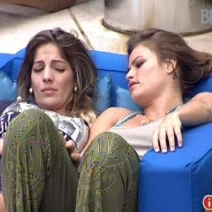 Anamara e Natália conversam sobre relacionamentos