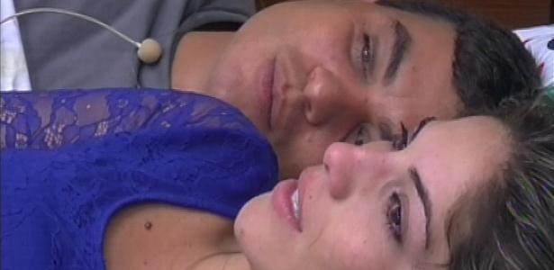 21.jan.2013 - Dhomini e Anamara conversam após formação do paredão