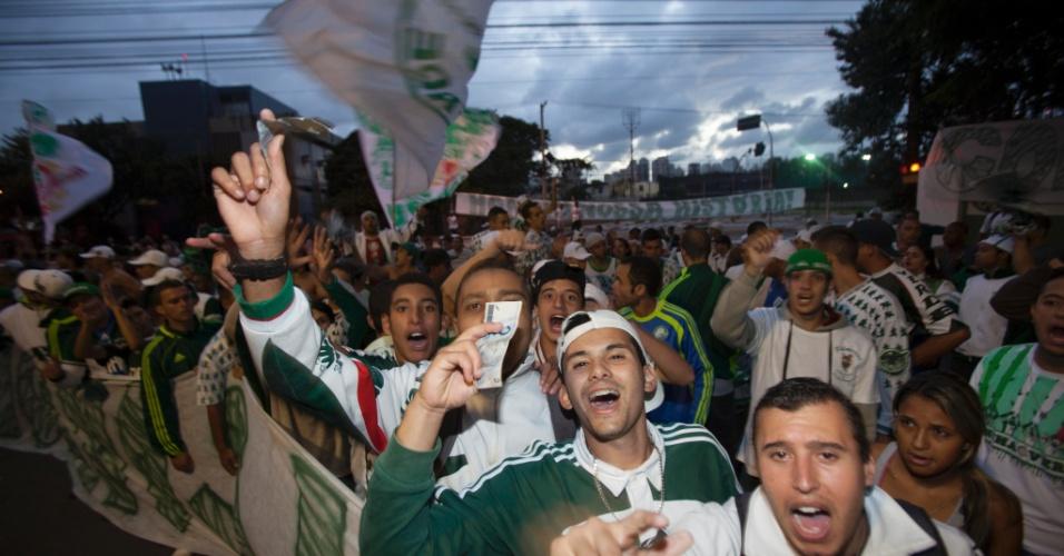 21.jan.2013 - Eleição do Palmeiras contou com protesto de cerca de 200 torcedores, segundo a Polícia Militar