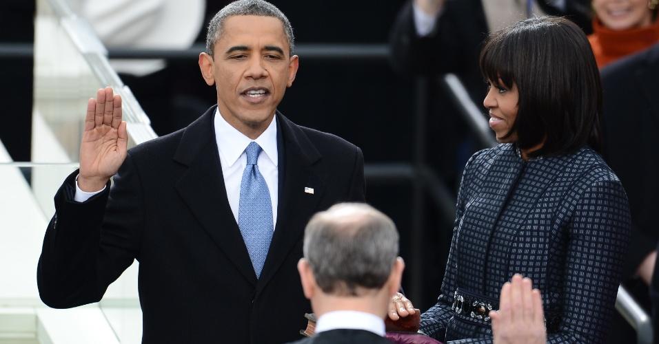 21.jan.2013 - O presidente norte-americano, Barack Obama, presta juramento durante cerimônia pública de posse, em Washington. Ele inicia hoje seu segundo mandato