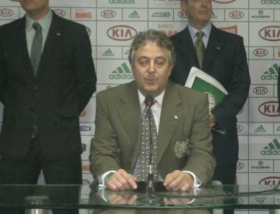 21.jan.2013 - Paulo Nobre concede primeira entrevista após ser eleito presidente do Palmeiras