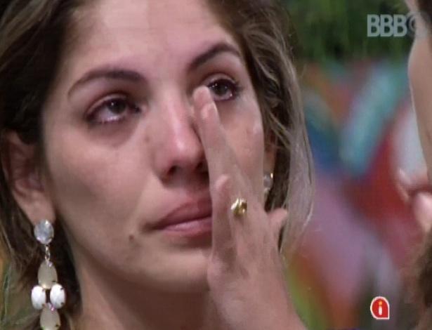 Anamara chora após conhecer resultado do paredão