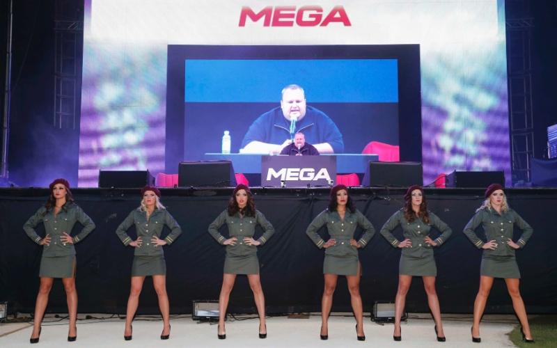 Kim Dotcom realizou uma entrevista coletiva em sua mansão em Auckland, na Nova Zelândia, para anunciar o serviço de armazenamento de arquivos Mega. Evento foi realizado dia 20 de janeiro de 2013 (horário local; dia 19 no Brasil), um ano após o fechamento do site Megaupload. Modelos participaram do anúncio da novidade