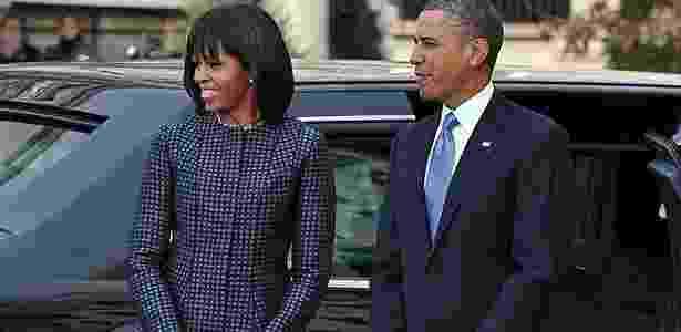 Michelle e Barack Obama chegam para cerimônia na Igreja St. John, horas antes da festa em frente ao Capitólio - AFP