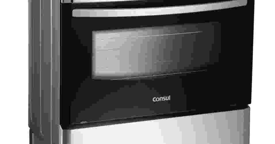 O fogão de piso Facilite, da marca Consul, modelo CF676AR, possui sensor de calor que indica quando o forno está pronto para ser usado. A mesa sobreposta e selada do produto evita que líquidos penetrem no interior do fogão e os pés altos permitem a limpeza do chão, sem precisar arrastá-lo. Por R$ 999 na lojas Americanas (www.americanas.com.br) I Preços pesquisados em janeiro de 2013 e sujeitos a alterações - Divulgação