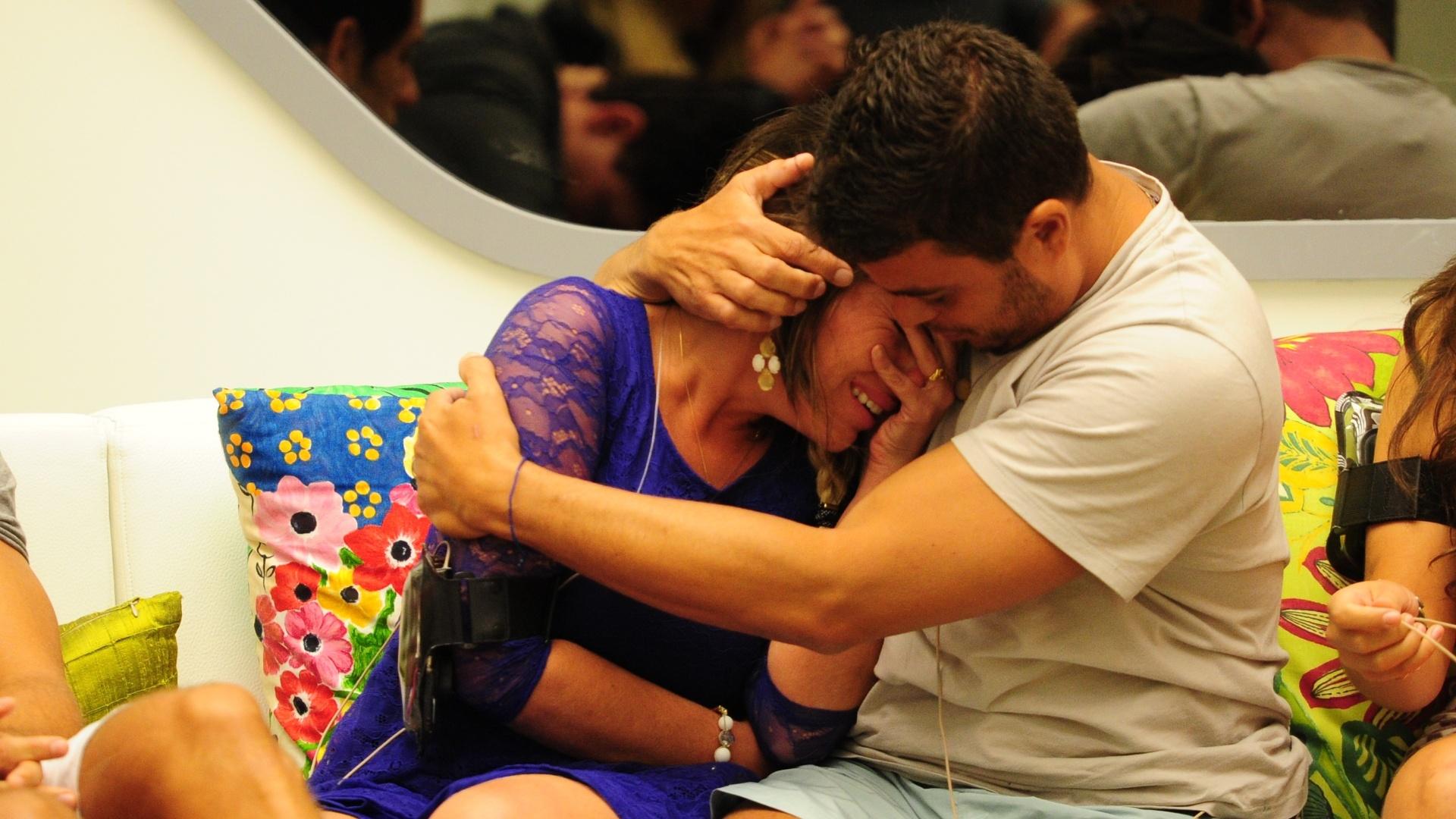 20.jan.2013 - Anamara chora após formação do paredão com Dhomini