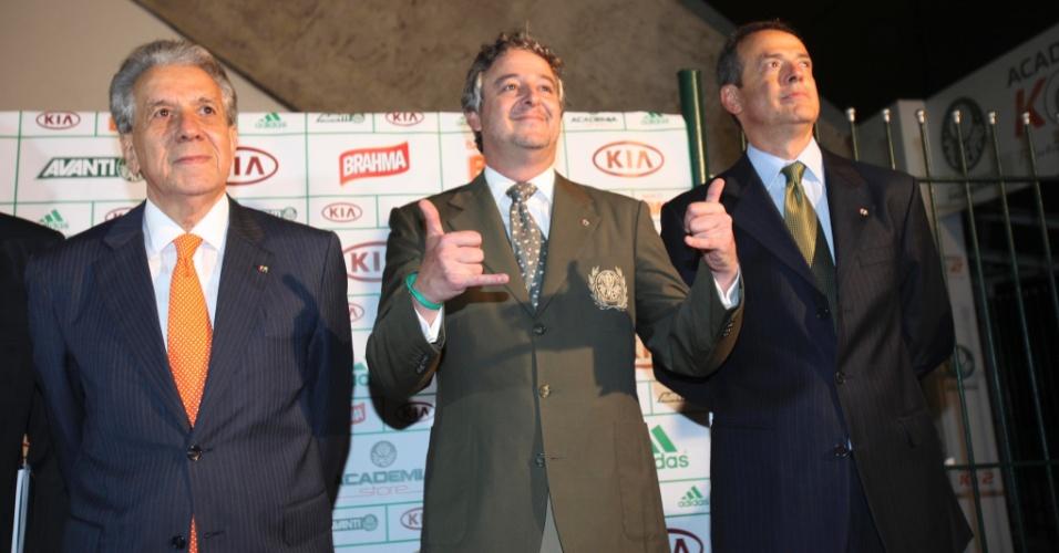 21.jan.2013 - A eleição realizada na Academia de Futebol terminou com a vitória de Nobre sobre Décio Perin por 153 votos a 106