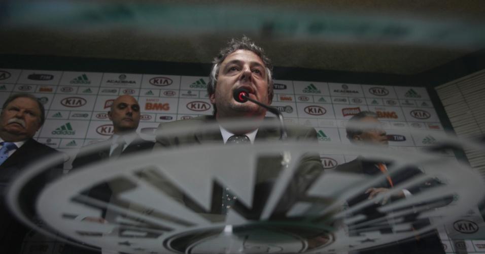 21.jan.2013 - Eleito presidente do Palmeiras na noite desta segunda-feira, Paulo Nobre, mandou um recado aos torcedores
