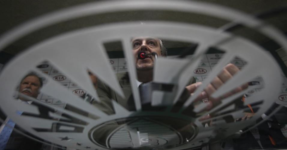 21.jan.2013 - O novo mandatário citou que o Palmeiras vai passar por um biênio de recessão, não fez grandes promessas, e avisou que deve cortar gastos