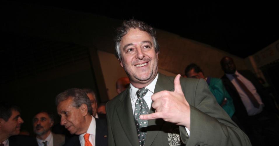 21.jan.2013 - O presidente eleito fica no cargo até o fim de 2014. A vitória diante Décio Perin foi por 153 votos contra 106.