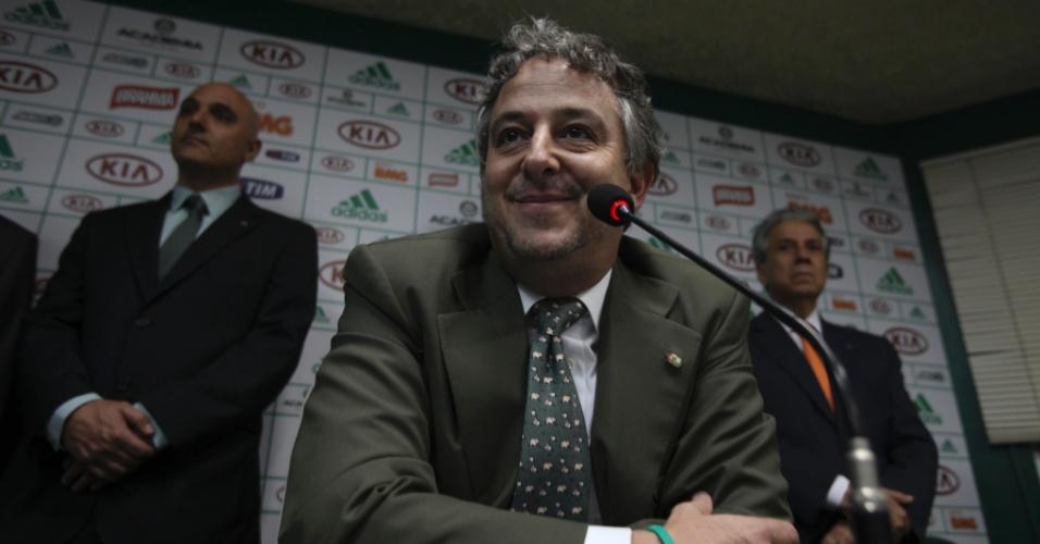 21.jan.2013 - Paulo Nobre cogita o veto a contratação do meio Riquelme, reforço encaminhado pelo ex-presidente Arnaldo Tirone.