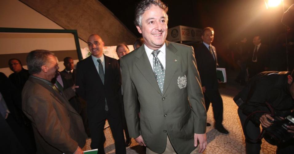21.jan.2013 - Paulo Nobre é eleito no Palmeiras com o apoio do ex-presidente Mustafá Contursi