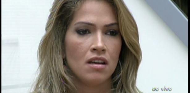 22.jan.2013 - Fani disse que perderia uma amiga, caso Anamara saia