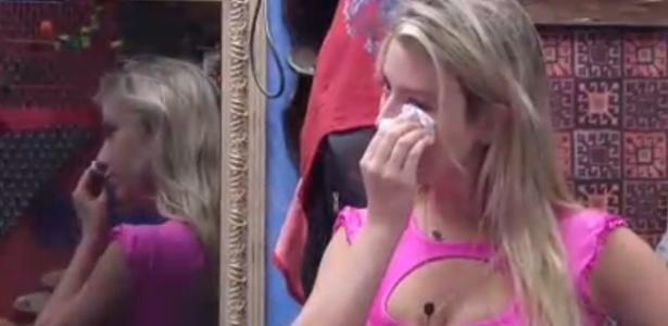 Fernanda chora por causa da eliminação desta terça