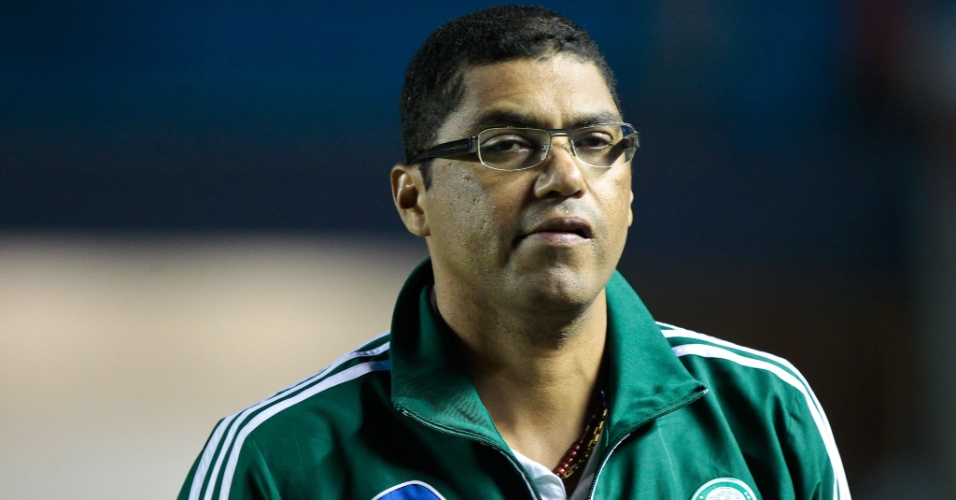 22.jan.2013 - Narciso, técnico do Palmeiras, durante a partida do time contra o Santos