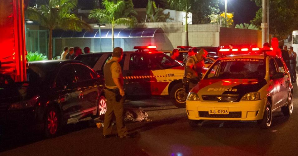 22.jan.2013 - Talita Guiral dos Santos, 29, foi morta a tiros ao sair do trabalho em Ribeirão Preto (SP). É o quinto homicídio no ano na cidade. Segundo a polícia, ela entrava no carro quando dois suspeitos passaram em uma moto e atiraram contra a jovem. Ela morreu na hora. Os criminosos fugiram
