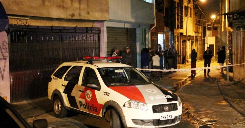 22.jan.2013- Quatro homens foram baleados na noite anterior em frente a um bar na rua Pau do Café, no bairro de Casa Grande, em Diadema, Grande São Paulo. Entre as vitimas estão três rapazes que estavam conversando e um dos atiradores, que teria sido baleado por um dos comparsas durante o ataque. Uma das vítimas não resistiu aos ferimentos e morreu