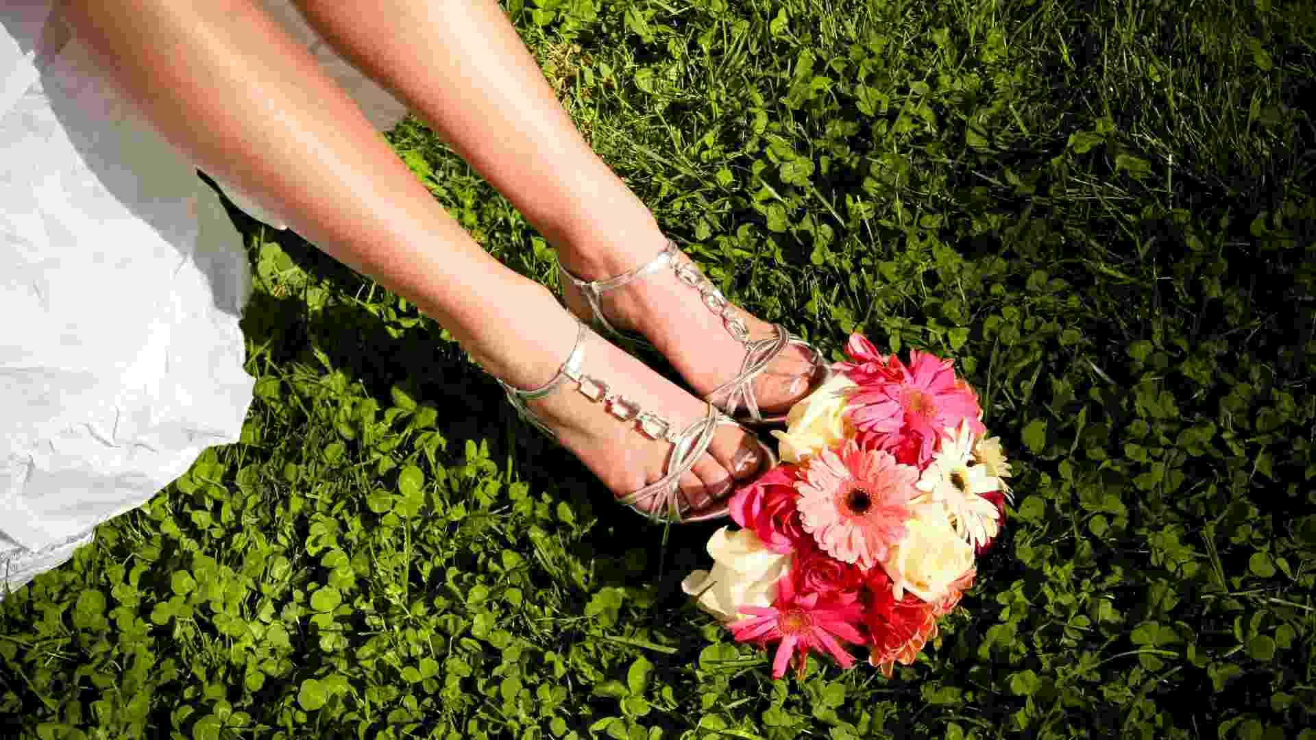 Imagem de sandália para noiva - Thinkstock