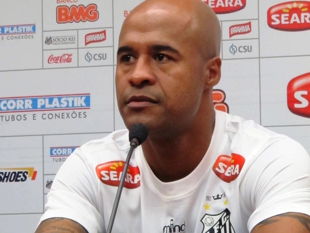 Marcos Assunção foi apresentado oficialmente nesta terça-feira na Vila Belmiro