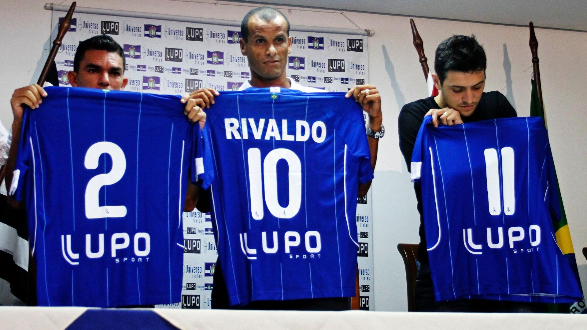 Rivaldo é apresentado no São Caetano junto com lateral Edson Ratinho e atacante Eduardo