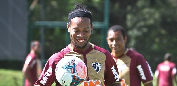Ronaldinho afirma que dedicação será a mesma para o duelo com o rival Cruzeiro