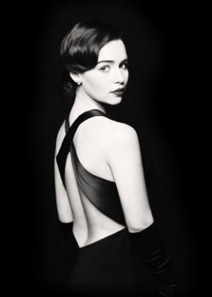 """Emilia Clarke caracterizada como Holly Golightly, na versão para o teatro de """"Bonequinha de Luxo"""", que estreia em março, na Broadway - Jason Bell/Divulgação"""