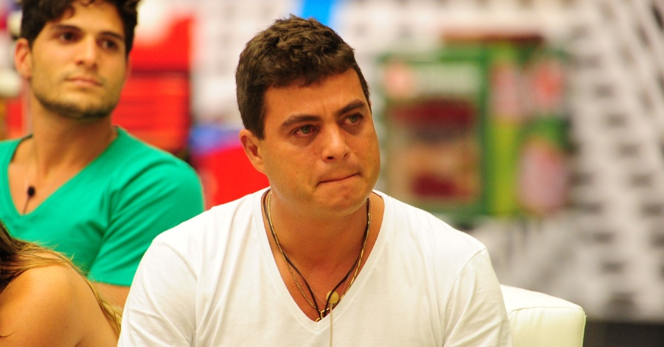 """22.jan.2013 - Dhomini se emociona com discurso de Bial durante a segunda eliminação do """"BBB13"""""""