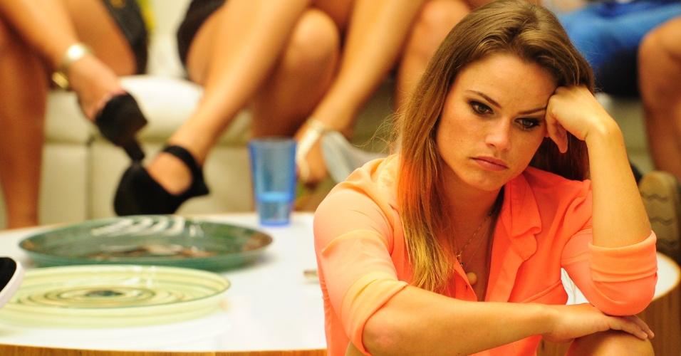 22.jan.2013 - Natália aguarda a divulgação do segundo eliminado do