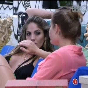 Natalia e Anamara conversam sobre Yuri após a eliminação de Dhomini