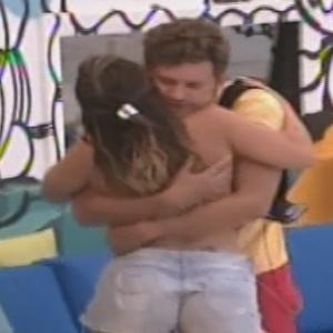 23. jan.2013 - Anamara e Aslan se abraçam e pedem desculpas por briga
