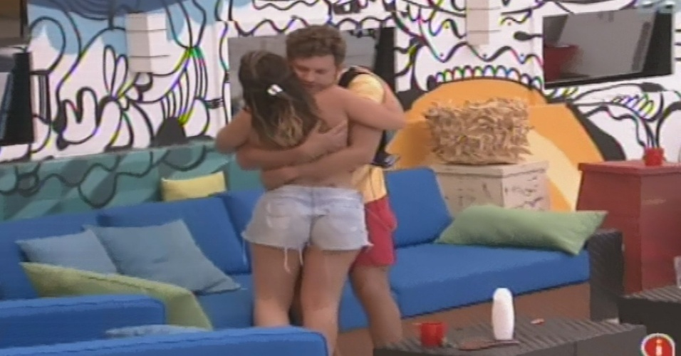 23. jan.2013 - Anamra e Aslan se abraçam e pedem desculpas por briga