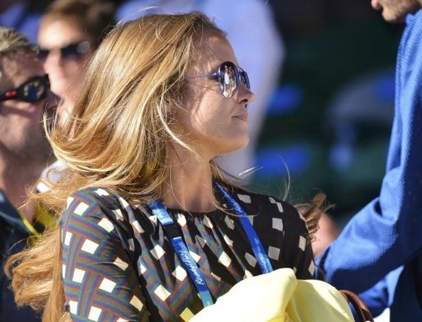 23.jan.2013 - A namorada de Andy Murray, Kim Sears, passeia pela quadra central do complexo de Melbourne durante a partida do britânico